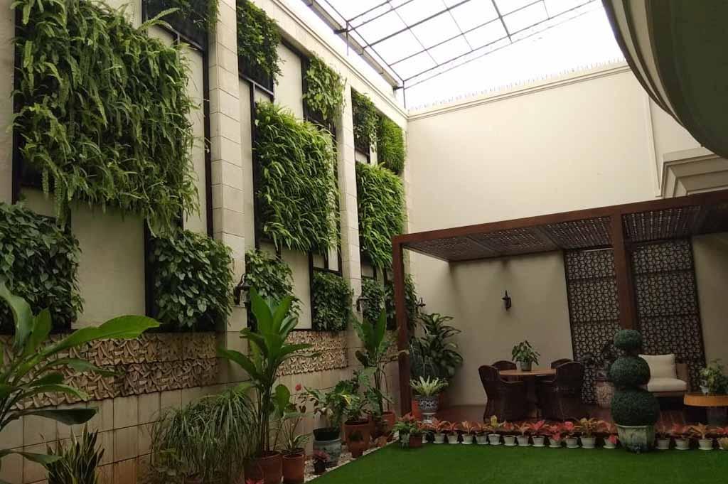 Ruang Hijau di Rumah dan manfaat vertical garden